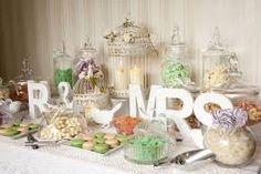 Mesa con decoracion vintage y letras de madera MR y MRS