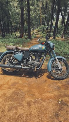 Enfield Bike, Enfield Motorcycle, Motorcycle Style, Studio Background Images, Photo Background Images, Photo Backgrounds, Classic 350 Royal Enfield, Enfield Classic, Bmw Wallpapers