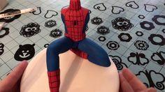 Risultati immagini per spiderman tutorial in fondant Spiderman Cake Topper, Batman Cakes, Superhero Birthday Cake, Novelty Birthday Cakes, Cake Topper Tutorial, Fondant Tutorial, Sugar Paste, Gum Paste, Tutorials