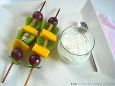 Da Panela para o Coração : Espetadas de fruta com molho de iogurte