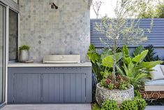 Pergola Over Front Door Outdoor Kitchen Cabinets, Outdoor Kitchen Bars, Bbq Kitchen, Kitchen Ideas, Backyard Kitchen, Stylish Home Decor, Cheap Home Decor, Home Interior, Kitchen Interior