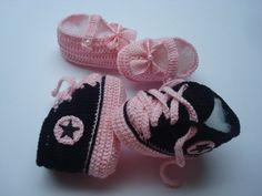 kit contendo 1 tenis all star de croche e uma sapatilha. <br>material;linha 100% algodao. <br>cor do tenis; rosa e preto. <br>cor da sapatilha;rosa. <br>tamamanho;8 cm de solinha para bebe de 0 a 2 meses.