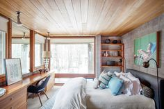 Home Tour: An Artful Aspen Cabin by Hillary Thomas Let's Go To Bed, Home Furniture, Furniture Design, New Orleans Homes, Built In Desk, Interior Decorating, Interior Design, Cabin Design, Wood Interiors
