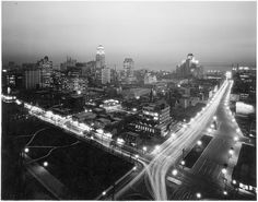 Type of source: black and white photo Date of origin: 1930 This photo is talk about the Canada Life building looking southeast down University Avenue, Toronto. We can see it is actually pretty basting, feel like a big city. Toronto Skyline, Downtown Toronto, Paris Skyline, Toronto Photos, York Hotels, Canadian History, Vintage Photographs, Vintage Photos, Historical Architecture