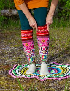 Katariina kudugurmee: Tikitud kaunitarid 2. Leg Warmers, Socks, Legs, Fashion, Home Decoration, Leg Warmers Outfit, Moda, Fashion Styles, Sock