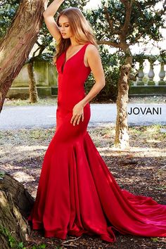 Jovani Donates Prom Dresses to Make Many 2018 Prom Dreams Come True!