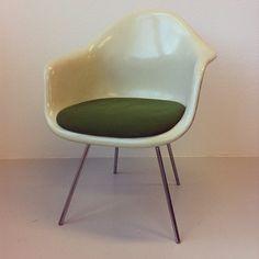 Design classic at the new studio... - @bijdevleet- #webstagram    #hermanmiller #eameschair m#mystudio #interior #defabriekvandelfshaven