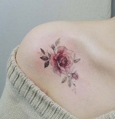 Feed Your Ink Addiction With 50 Of The Most Beautiful Rose Tattoo Designs For Men And Women Women tattoo – Fashion Tattoos Mini Tattoos, Body Art Tattoos, Small Tattoos, Cool Tattoos, Awesome Tattoos, Tatoos, Sexy Tattoos, Red Rose Tattoos, Sleeve Tattoos