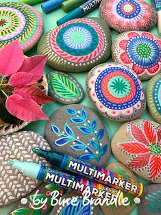 Best Indoor Garden Ideas for 2020 The number of internet users who are looking for… Pebble Painting, Stone Painting, Rock Painting, Suncatcher, Arts And Crafts, Diy Crafts, Garden Markers, Mandala Drawing, Christmas Gift Wrapping