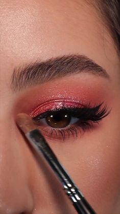 Makeup Geek Eyeshadow, Shimmer Eye Makeup, Pink Makeup, Cute Makeup, Eye Makeup Steps, Eye Makeup Art, Holiday Makeup Looks, Makeup Looks Tutorial, Colorful Eye Makeup
