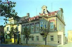 Křížova vila - Regionální muzeum Žatec Praha, Museum, Mansions, House Styles, Home, Manor Houses, Villas, Ad Home, Mansion