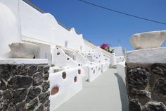 Manias Fira Residences Fir� Offering a terrace and Aegean Sea views, Manias Fira Residences is located in Fira Town. Free WiFi is available in all areas.