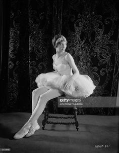 American actress Loretta Young (1913 - 2000) dressed as a ballerina for her role as Simonetta in 'Laugh, Clown, Laugh', directed by Herbert Brenon.