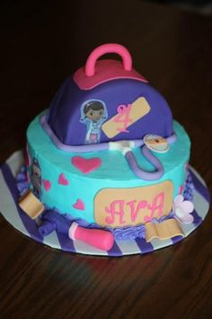 Another version. Top tier covered in fondant. 6 in round cut in 1/2