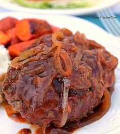 A tender Salisbury Steak covered in sauteed onions with the best gravy ever! This Salisbury Steak recipe from Pioneer Woman is the BEST I HAVE EVER EATEN! The woman knows her comfort food! Beef Dishes, Food Dishes, Main Dishes, Hamburger Dishes, Meat Dish, Hamburger Recipes, Meat Recipes, Cooking Recipes, Pizza