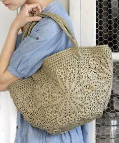 Tina's handicraft : crochet bag with mandala decorations Crochet Shell Stitch, Crochet Tote, Crochet Handbags, Crochet Purses, Love Crochet, Irish Crochet, Beautiful Crochet, Knit Crochet, Pinterest Crochet