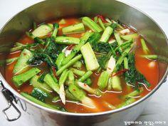 땀 흘리는 여름 시원한 오이 열무 물김치 담그는 법! :: 경빈마마의 맛있는이야기 Kimchi Recipe, Korean Food, Bon Appetit, Thai Red Curry, Pickles, Sandwiches, Cooking, Ethnic Recipes, Kitchens