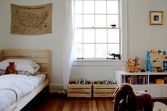 Via mamawatters - bright kids room/toy storage