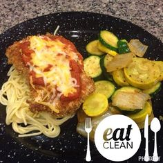 Clean Eating Chicken Parmesan!! Great week night dinner. Fast, easy and healthy!! 21 Day Fix approved! www.melindabesinaiz.blogspot.com