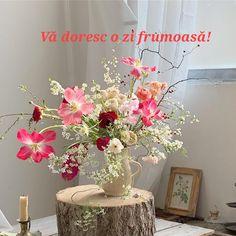 Glass Vase, Flowers, Home Decor, Homemade Home Decor, Royal Icing Flowers, Flower, Decoration Home, Florals, Bloemen
