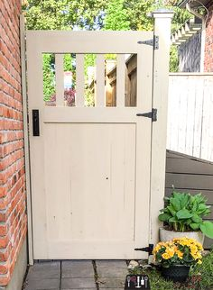 Make your own DIY garden gate with these free building plans. Garden gate, building plans for gate, fence gate, DIY gate, privacy gate.