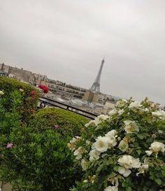 Que le ciel est bleu.. by salm_onstre Eiffel_Tower #France