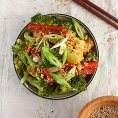 Ach, dieser Salat macht Lust auf den Sommer. Auf lange Abende in der milden Sonne. Er lässt sich blitzschnell für sofort zubereiten. Allerdings sollte man die Saucen auf Vorrat haben. Aber man mac…