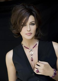 Cartier Jewelry Andi how about this haircut and style after wedding? My G Monica Bellucci Monica Bellucci, Most Beautiful Women, Beautiful People, Actrices Sexy, Italian Actress, Italian Beauty, Italian Women, Timeless Beauty, Beautiful Actresses