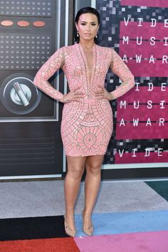 Demi Lovato attends the 2015 MTV Video Music Awards in Los Angeles on Aug. Demi Lovato Body, Demi Lovato Style, Demi Lovato Legs, Camp Rock, Mtv Video Music Award, Music Awards, Red Carpet Fashion, Hollywood, Pink Dress