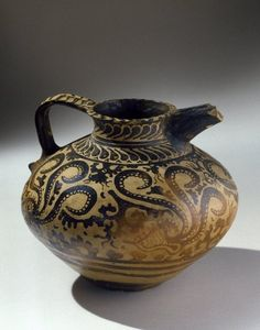 Minoan Decorated Jug; Cult.Minoica, Ceramic slip, made in Crete, found Egypt. 1575-1500 a.C., late Minoan IB Period; 22 x 24,5 cm. AN.37.13E-Charles Edwin Wilbour Fund - Rights Statement :Creative Commons-BY Brooklyn Museum Photograph