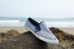 adopt the attitude of PSW, recycled fabrics, recylcé sole with tire, natural hemp (ruffle stripes). This picture is a Lawrence Chen Creation, Taiwan