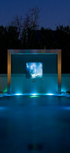 Harold Leidner Landscape Architects. Projection screen on water wall. fabulous