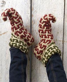 Crochet Elf Slippers- Aunt Poke, I think you gotta teach me to crochet ;) haha