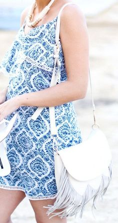 Ivory pebbled crossbody bag with genuine soft suede fringe, snap front closure and back zipper pocket. The perfect festival bag. Stilettos, Cool Outfits, Summer Outfits, Warm Weather Outfits, Fashion Show, Hipster Fashion, Daily Fashion, Street Fashion, Soft Suede