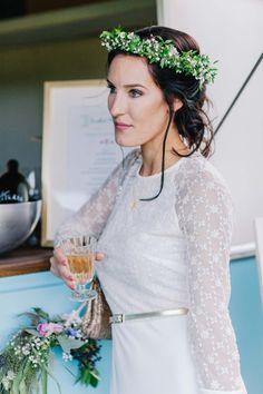 Caravan Glamour: Romantische Wald & Wiesenhochzeits-Idee KATHLEEN JOHN http://www.hochzeitswahn.de/inspirationsideen/caravan-glamour-romantische-wald-wiesenhochzeits-idee/ #wedding #mariage #bride