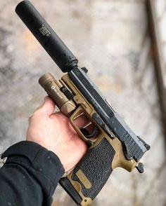 🤤 Where my H&K Fans at? 🙌🏼 Full Signature Package on HK USP Tactical in two-tone Field Standard Drab Cerakote. Airsoft Guns, Weapons Guns, Guns And Ammo, Armas Ninja, Revolver, Military Guns, Cool Guns, Assault Rifle, Firearms
