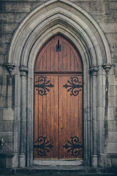 Door in Dublin, Ireland. This is my old school door! Medieval Door, Medieval Castle, Beautiful Castles, Beautiful Places, Secret Garden Colouring, Door Knobs And Knockers, School Doors, Cathedral Architecture, Door Entryway