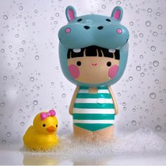Rub-a-dub-dub! Shout out to for this great shot of Gwendolyn & Ducky! Wooden Pegs, Wooden Dolls, Momiji Doll, Toys Land, Unique Toys, Clothespin Dolls, Vinyl Toys, Kawaii Art, Designer Toys