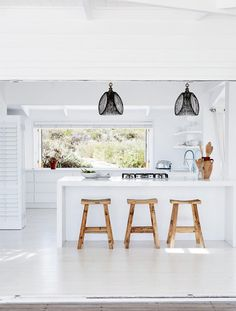 This stunning South African beach house is located in Grotto Bay, an area close to Cape Town which is part of the Cape West Coast Biosphere Reserve, where natural beauty, biodiversity, history and cul Beach Cottage Style, Beach House Decor, Coastal Style, Style At Home, Grotto Bay, White Beach Houses, South African Homes, Contemporary Beach House, Contemporary Style