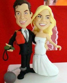O céu é o limite para a imaginação, certo? Então, deixe seu casamento ainda mais divertido com este lindo topo de bolo totalmente personalizado. Com ele renderão ótimas risadas durante e depois da festa. www.noivinhostopodebolo.com