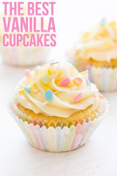 This recipe makes the best vanilla cupcakes! They're moist, full of vanilla flavor and topped with fluffy buttercream frosting. Köstliche Desserts, Best Dessert Recipes, Delicious Desserts, Homemade Cupcake Recipes, Cupcake Recipes From Scratch, Recipes Dinner, Pasta Recipes, Crockpot Recipes, Soup Recipes