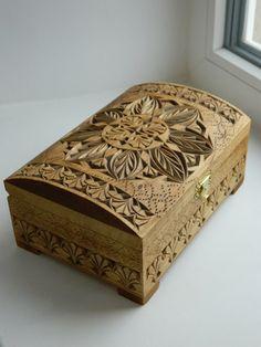 Wood Carving Woodworking Plans Working Vista Attraverso Il Cofanetto Di Legno Intagliato A Finestra In Un Regalo Per Ogni