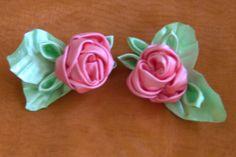 HOW TO MAKE ROLLED RIBBON ROSES- fabric flowers - Flor de fitas  com boc...