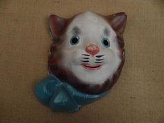 Un masque pour carnaval d'enfant « Chat », en carton pressé,