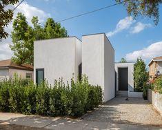 Photo 2 of 14 in A Boxy Los Angeles Bungalow Conceals a Secret Garden Concrete Walkway, Concrete Facade, Bungalow Homes, Modern Bungalow, Atwater Village, Secret Hideaway, Black Front Doors, Open Living Area, Urban Nature