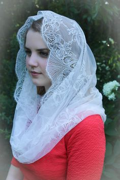 Evintage Veils~ Our Lady of Angels** Chantilly Vintage Inspired Lace Chapel Veil Mantilla Infinity Veil Cute Beauty, Beauty Full Girl, Beauty Women, Beauty Girls, Iranian Women Fashion, Muslim Fashion, Fashion Muslimah, Turkish Fashion, Women's Fashion