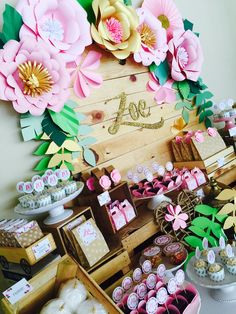 Zoe Baptism! Bautizo de Zoe! Gold, green And Pink for this amaizing decoration And candy bar! Espectacular decoración en verde, dorado y Rosa. Instagram @casanatalia FB Casa Natalia