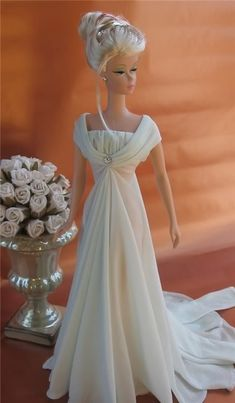 Poupée - robe de cérémonie