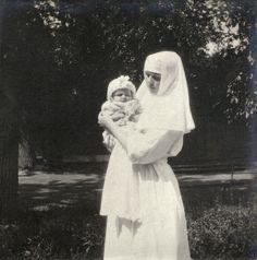 Olga holding baby - Tsarskoe Selo - 1916. Teee-heeee. So sweet