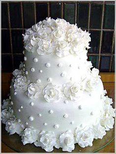 Reminds me of a chenille french dot coverlet - - Torten - Hochzeitstorte White Wedding Cakes, Elegant Wedding Cakes, Beautiful Wedding Cakes, Gorgeous Cakes, Wedding Cake Designs, Pretty Cakes, Fondant Wedding Cakes, Amazing Cakes, Dream Cake